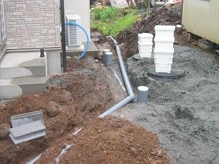 排水は浄化槽に送りこまれる
