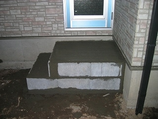 勝手口のコンクリート張り