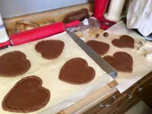 Honey Gingerbread cookie hearts with trim