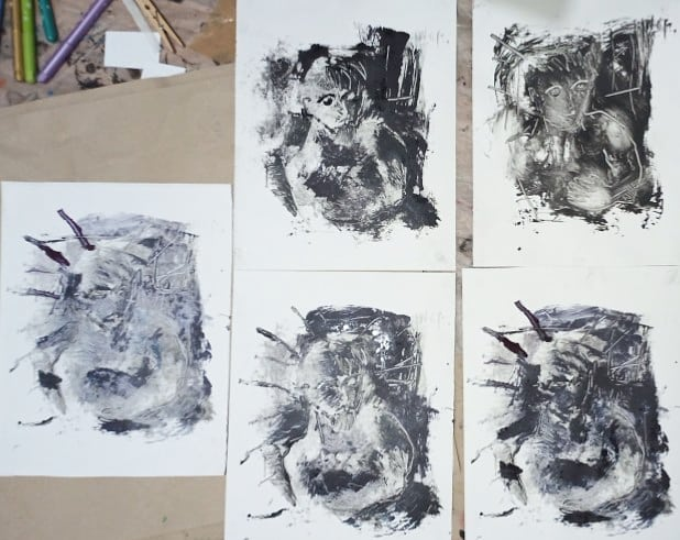 Parfois, le #monotype cesse d'être du monotype... Autoportraits - Empreintes en attente - 32x24 cm - 2020