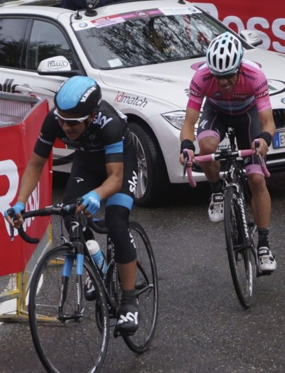 Rigoberto Uran (in pink) tries to hold on