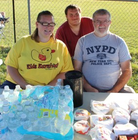 Helping, Donating to Search Teams, Sharp Mountain, Tamaqua, 8-15-2015 (10)