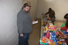 Tamaqua Troop, Pack, 777, Collecting, Sorting, Donations, Salvation Army, Tamaqua, 11-14-2015 (30)