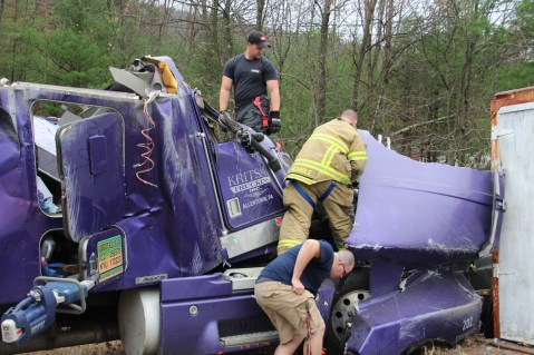 Tractor Trailer Overturns, US209, SR93, Nesquehoning, 11-5-2015 (11)