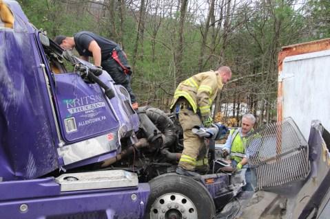 Tractor Trailer Overturns, US209, SR93, Nesquehoning, 11-5-2015 (14)