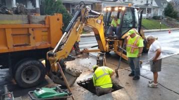 Water Department Repairing Service Line, 200 block of East Broad Street, Tamaqua, 11-6-2015 (11)