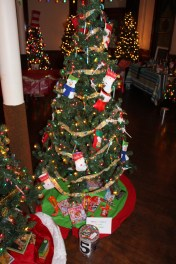 Tree Festival, Voting, Tamaqua Community Arts Center, Tamaqua, 12-4-2015 (42)