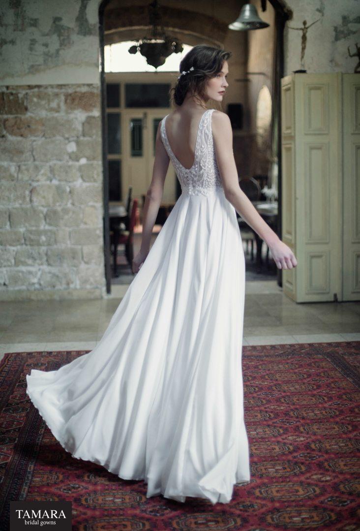 שמלת כלה עם גב פתוח ושובל