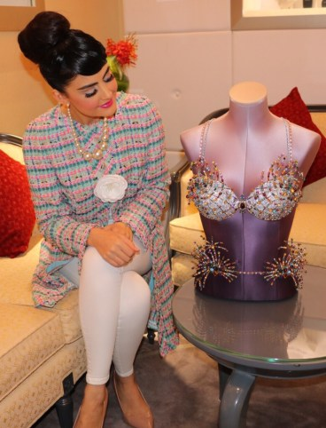 Tamara Al Gabbani admiring the Mouwad & Victoria's Secret Firework Fantasy Bra 2015 - in the Mouwad Store Dubai Mall