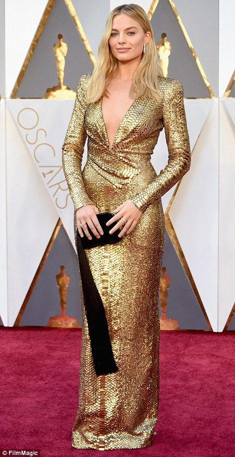 Margot Robbie - in Tom Ford - Oscars 2016