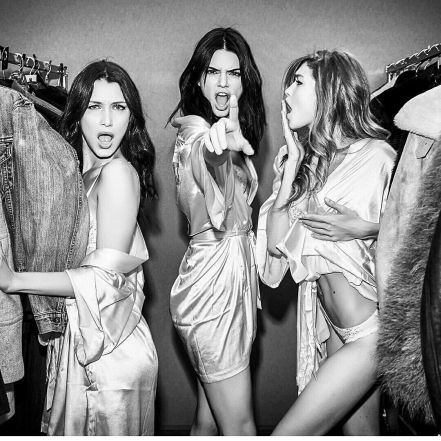 Backstage Gigi Hadid And Bella Hadid - Victoria's Secret Fashion Show - Paris 2016