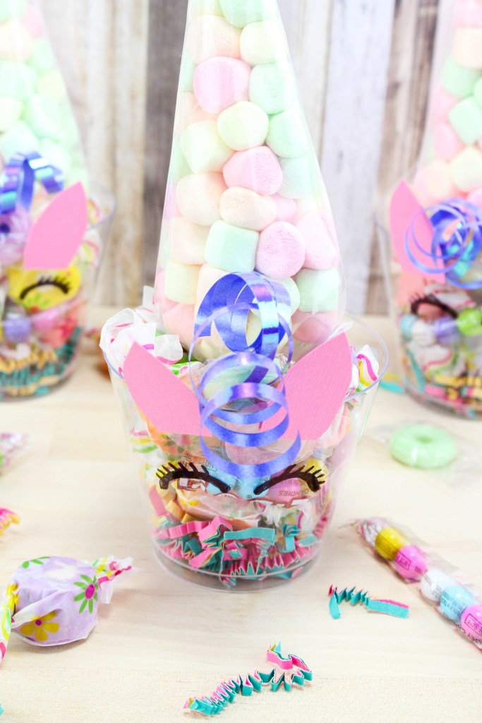 These Unicorn Party Candy Cups are easy to make and are perfect for birthday parties, class parties, play dates, or just because. A fun #DIY project to do!