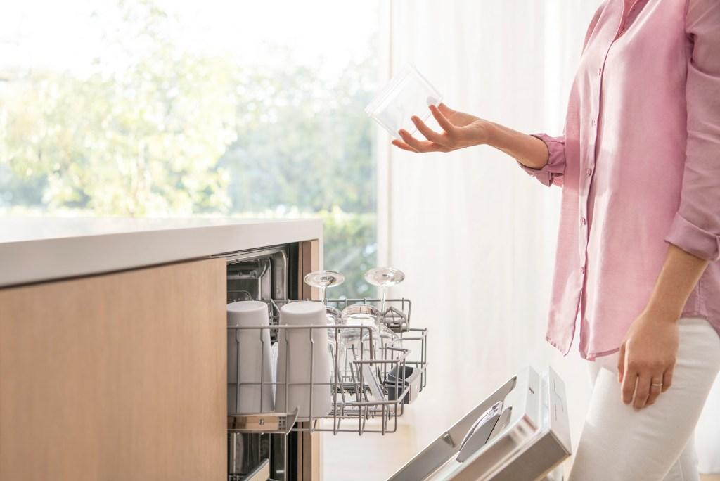 Check out why we love the AutoAir Bosch 500 Series Dishwasher, and how to find it here: https://bby.me/8ncvq #ad @BOSCHHOMEUS @BestBuy #boschdishwasher #boschcrystaldry #boschkitchen #mynewboschdishwasher