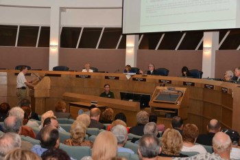 Kingspoint President Len Ronick speaks at the City Commission meeting on Wednesday