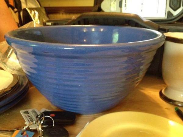 Vintage Los Angeles Bauer Blue Mixing Bowl: 474,100 ppm Lead
