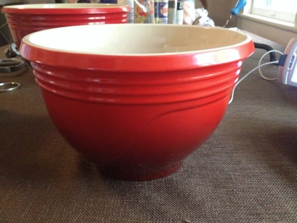 Le Creuset Red & Creme Colored Ceramic Mixing Bowl: 40,700 ppm Lead