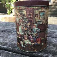 Christmas Tin Undated No Mark or Maker Lead Safe Mama Tamara Rubin