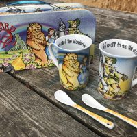2011 Wizard Of Oz Commemorative Mug Set England 1