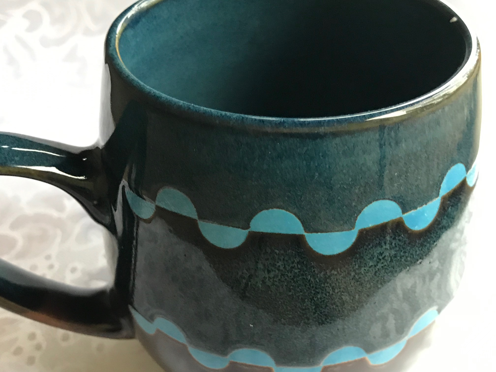 Dema Designs Romsey Brown and Blue Ceramic Mug: 29 ppm Lead (Lead-Safe)