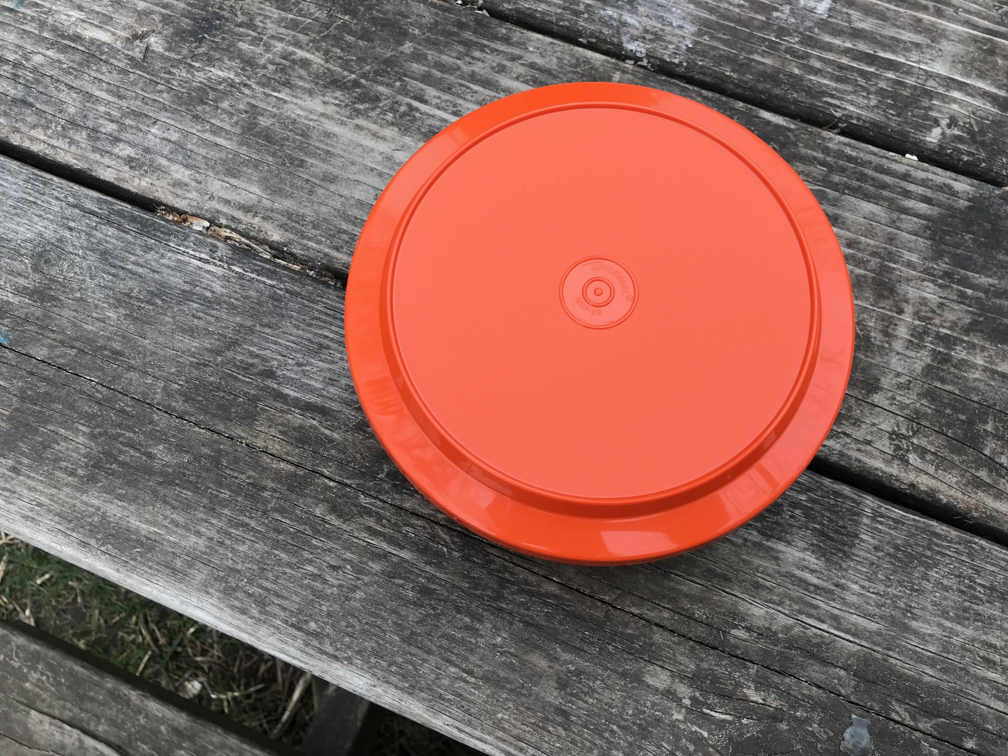 Another vintage Tupperware example, orange bowl with Lid: 3,380 ppm Cadmium + 935 ppm Mercury [both are poisons for humans.]