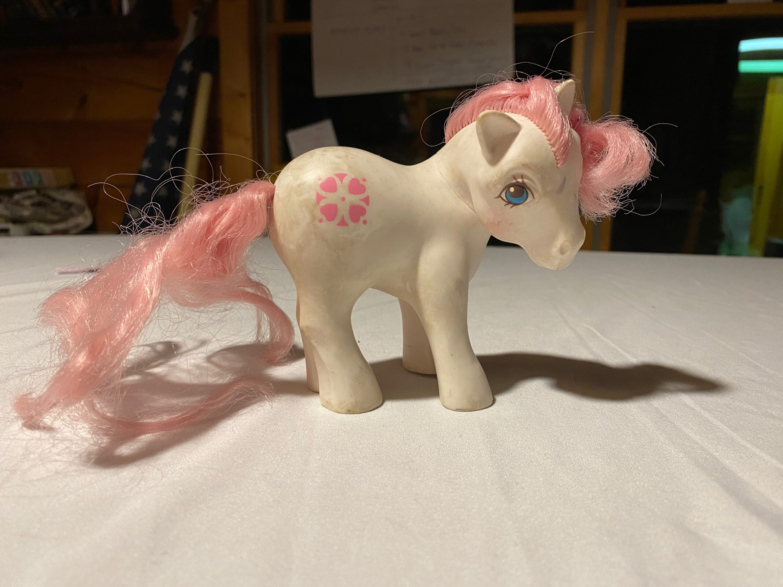 Vintage kawaii 1985 My Little Pony G1 Peachy concave hooves Pretty Parlor Hasbro made in Hong Kong fair condition pink and orange hearts