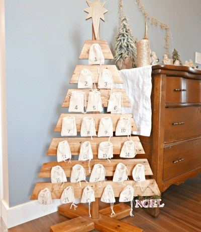 Build an advent calendar tree out of a pallet