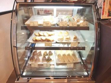 フリアンディーズ様提供のパンも置いています。