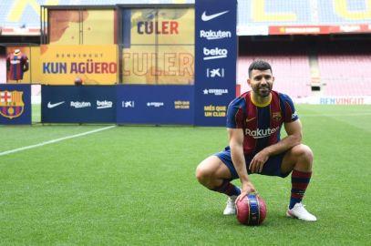 Oficial: Kun Agüero ficha por el Barça