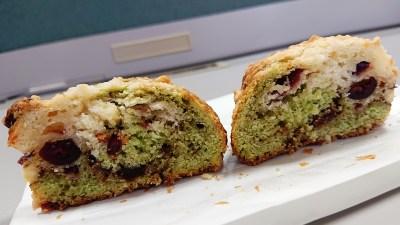ベリーベリーピスタチオスコーン(断面)|La boulangerie Quignon(キィニョン)
