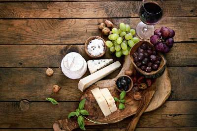 cheese-plate-wood-bkg