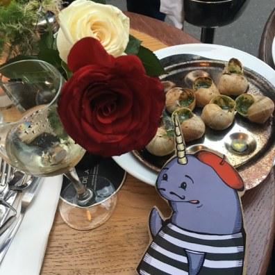 Mort in Paris, Eating