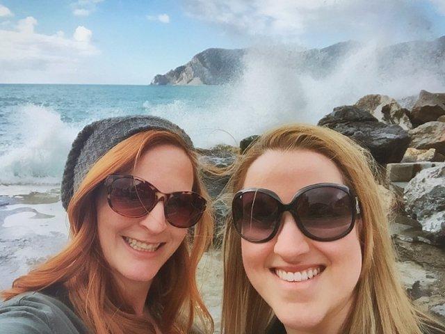 Tami & Rhiannon in La Vernazza