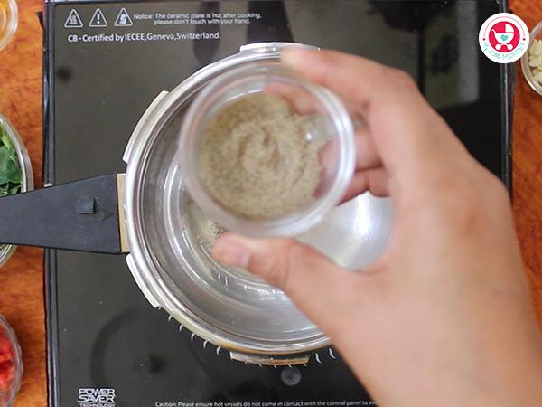 Add pepper powder