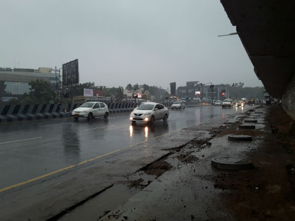 Strong winds in Chennai scares people