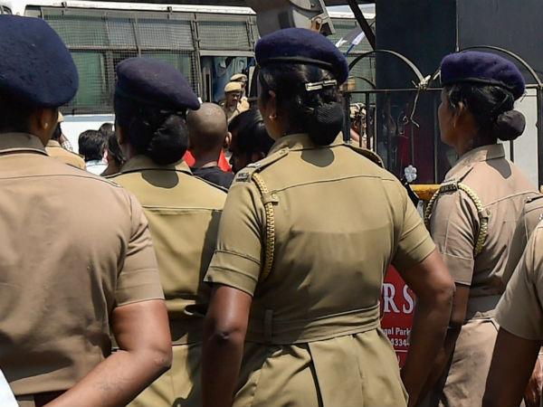 அப்பாடா.. ஈரோடு மாவட்ட பெண் காவலர்கள் பெருமூச்சு.. விரைவில் அமலாகிறது வார  விடுமுறை   Weekend holiday for lady police are coming soon in Erode  district - Tamil Oneindia