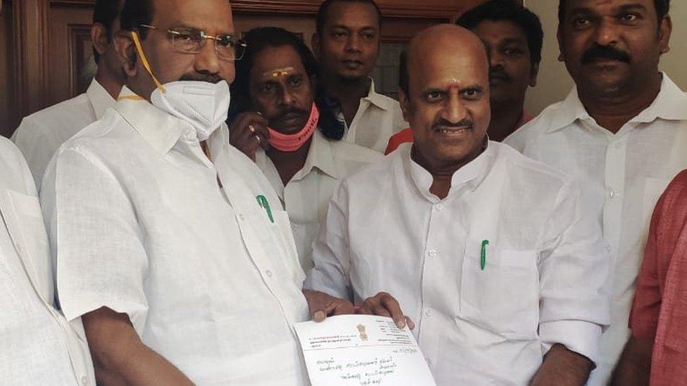 Lakshmi Narayanan (left) presenting her resignation letter to Speaker Sivakozhundu (left)