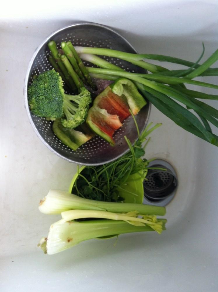 Making Egg Drop (flower) Soup (3/6)