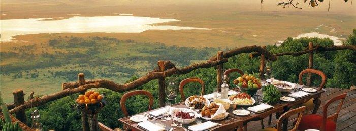 ngorongoro-crater-lodge-sunrise-breakfast