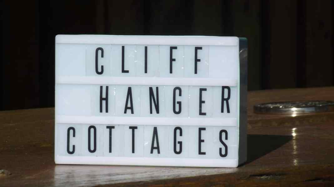 cliffhanger cottages letter board