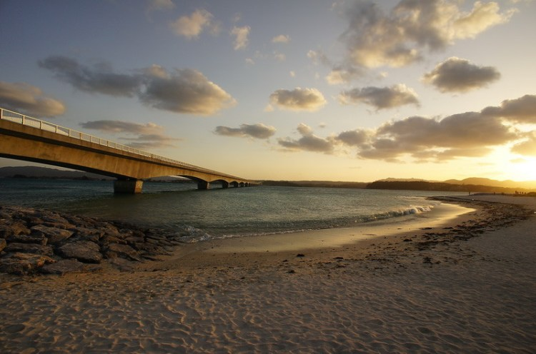 《沖繩旅遊》古宇利大橋 迎晚霞、吹海風