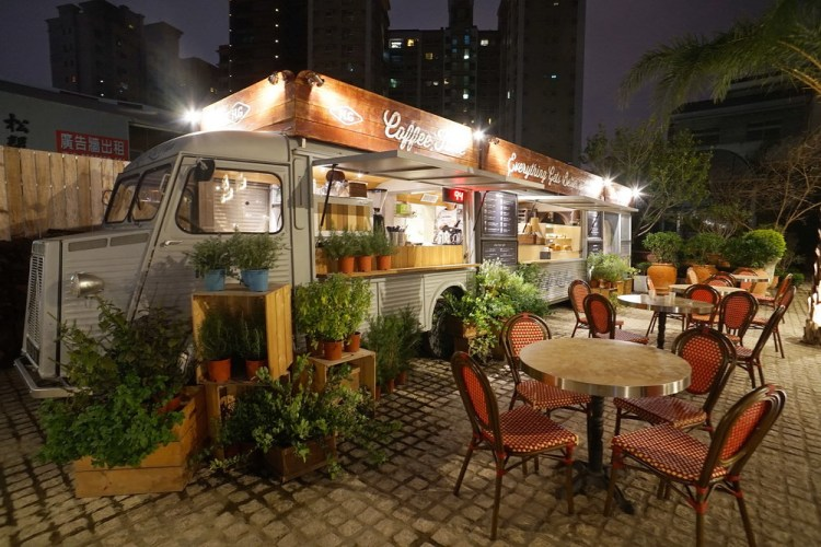 《高雄美食》好擠H.G Qinghai-Bread & Coffee truck 餐車與露天咖啡座