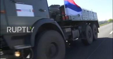 Српска застава на руском конвоју у Италији