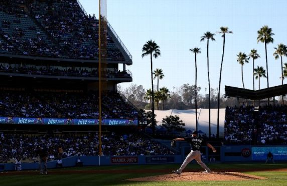 Jeremy Hellickson throws a pitch against the Los Angeles Dodgers at Dodger Stadium. (Photo courtesy of Stephen Dunn/Getty Images)