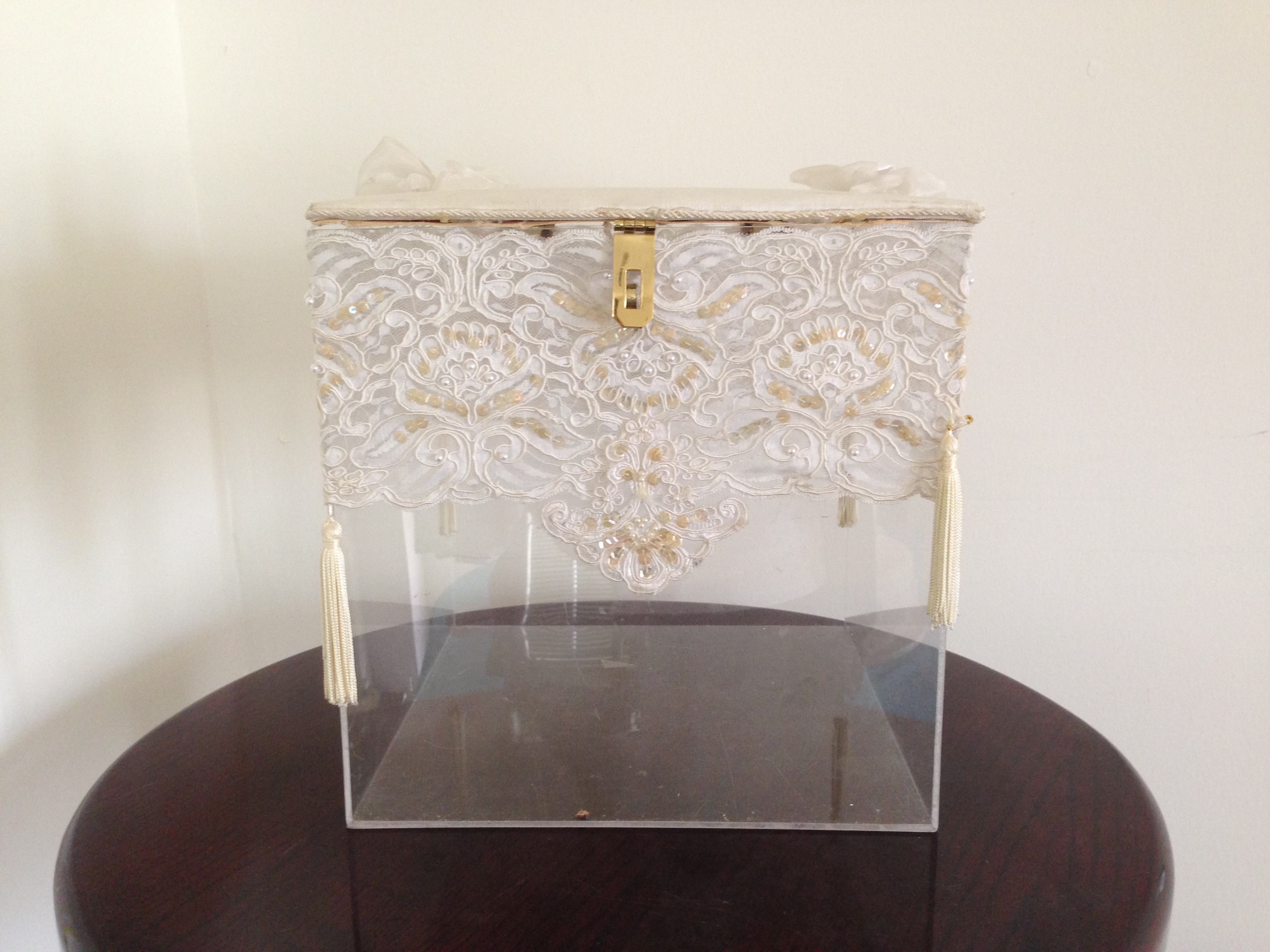 Gift Box Clear Ivory/Gold