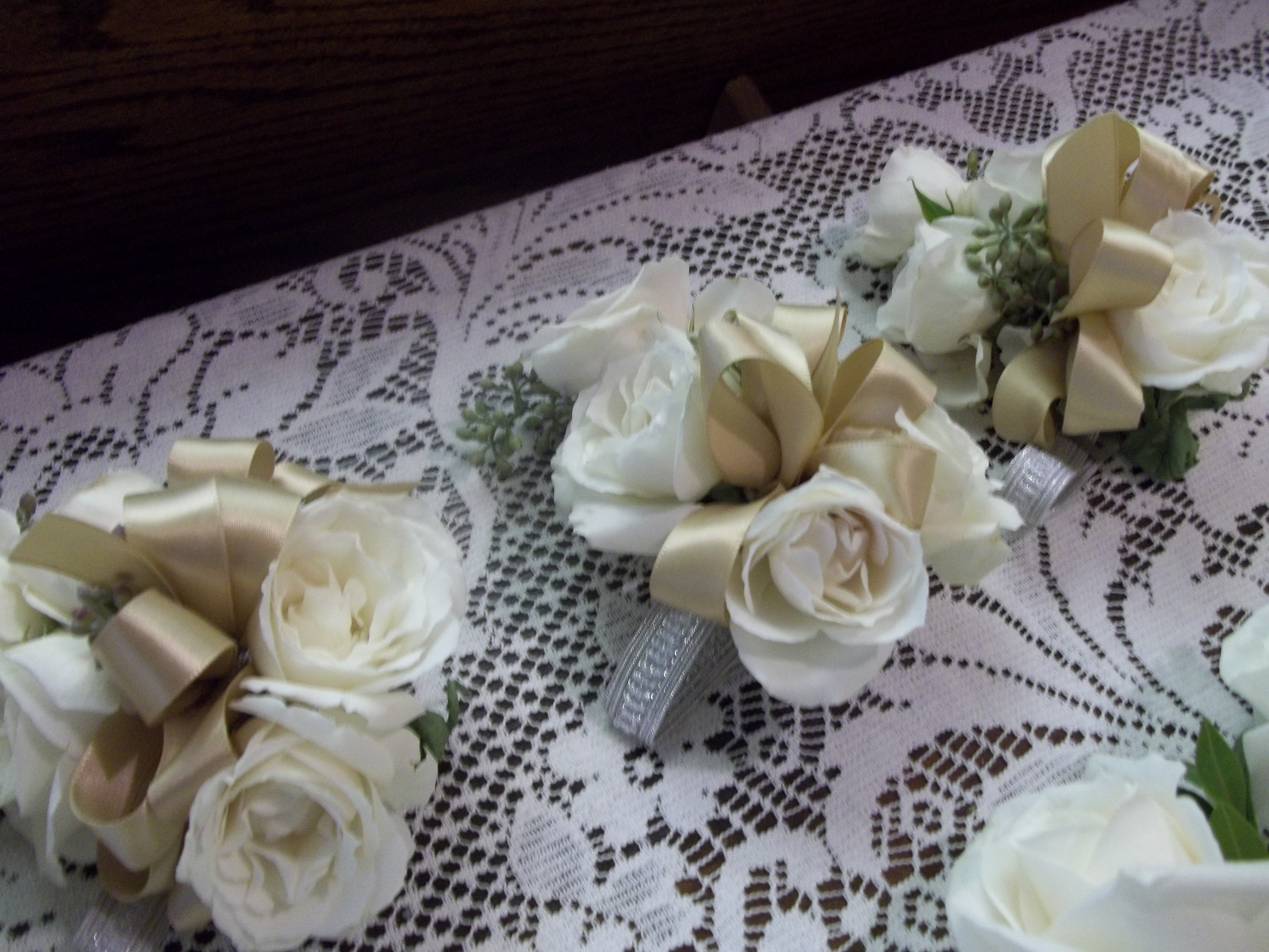 Spray ivory roses corsages