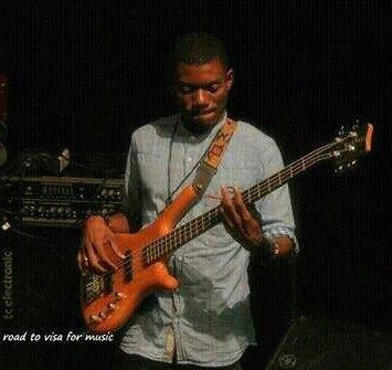 Entretien avec DOOH SYNPHONI artiste musicien, bassiste camerounais à découvrir