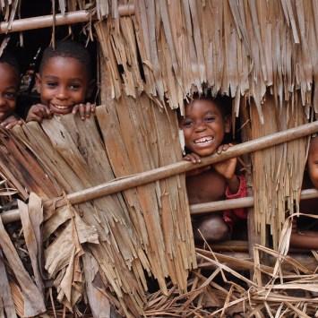 PONGO- SONGO EN ETROITE  COLLABORATION AVEC LES AUTRES : « Un peuple presque oublié ».
