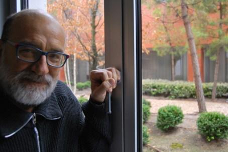 El actor Julio Lázaro posando para la entrevista. © Fotografía: I. M.