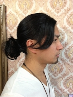 メンズのロングの髪型の結び方1