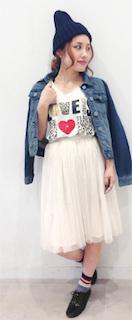 Tシャツ(GU)×ジージャン(GU)×スカート(GU)×パンプス×ニット帽